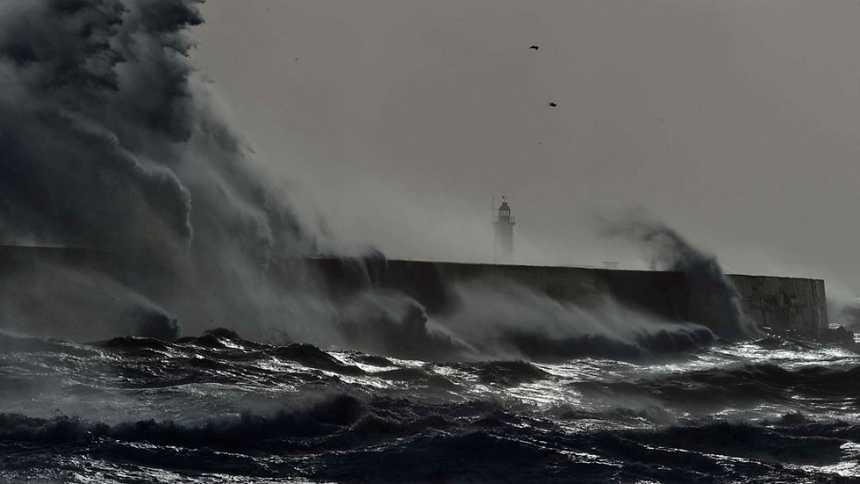 Oleaje y viento fuerte en el Ampurdán y Baleares