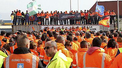 Entra en vigor el decreto que liberaliza la estiba y que augura costosas huelgas