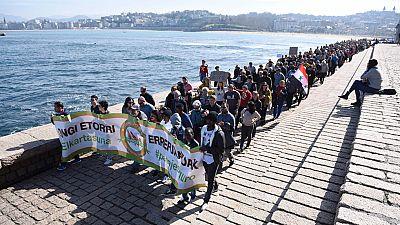 Miles de personas muestran su apoyo a los refugiados en 30 ciudades españolas