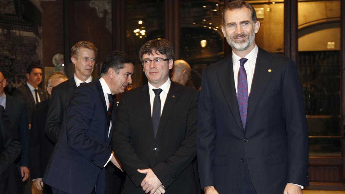 Felipe VI defiende una colaboración entre las distintas instituciones en la cena del MWC