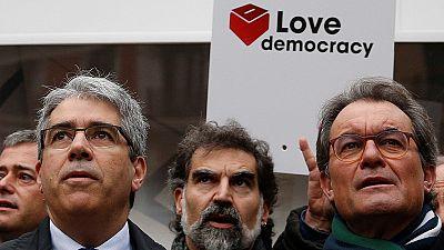 PSOE y Ciudadanos coinciden con el presidente del Gobierno en que nadie puede saltarse la ley
