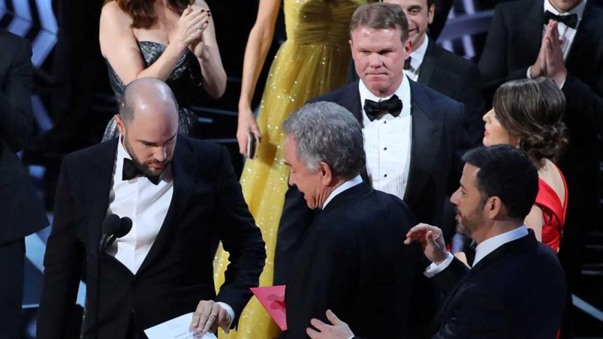La Academia pide perdón a los implicados en el error de los Oscar