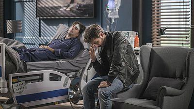 iFamily - Kike se entera de que su hermano Luis está en coma