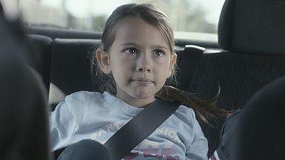 iFamily - Ana se escapa de casa porque no está de acuerdo con la decisión de su padre