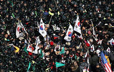 El Constitucional autoriza la destitución de la presidenta surcoreana