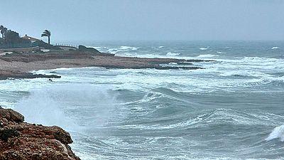 Lluvia en el Mediterráneo y viento en Baleares, Estrecho y Canarias