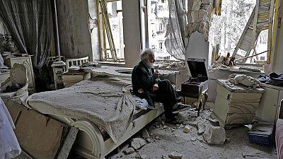 Las redes sociales convierten a un anciano y su tocadiscos en un símbolo de la guerra en Siria