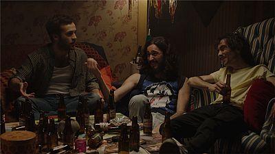 Cuéntame cómo pasó - Carlos cuenta a sus amigos la idea del hotel