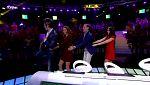 """El gran reto musical - Los concursantes hacen el trenecito para bailar """"La barbacoa"""" de Georgie Dann"""