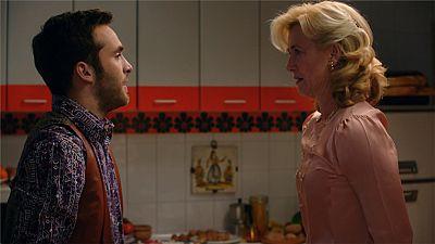 Cuéntame cómo pasó - Mercedes duda si el hijo de Karina es de Carlos