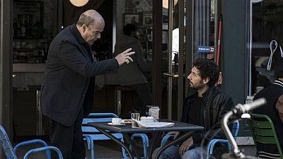 iFamily - Kike pide trabajo a Curro en su bar