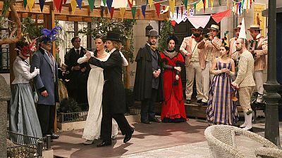 Acacias 38 - Elvira aparece vestida de hombre en los carnavales