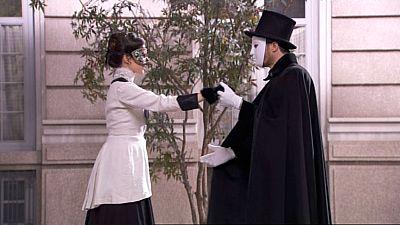 Acacias 38 - Teresa baila con un hombre enmascarado