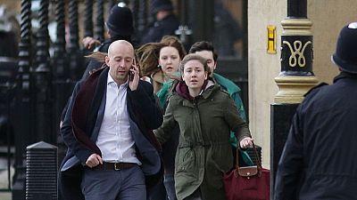 El Gobierno español no tiene constancia por el momento de que haya españoles entre las víctimas del atentado terrorista perpetrado en las inmediaciones del Parlamento británico, en Londres. Los servicios consulares del Ministerio de Asuntos Exteriore