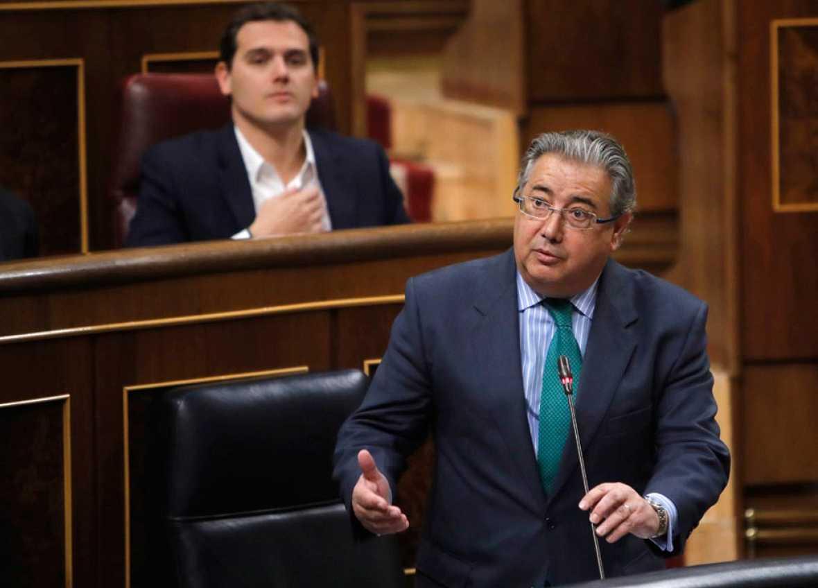 El ministro del Interior, Juan Ignacio Zoido, anuncia que mantiene el nivel 4 de alerta