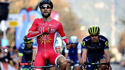 El ciclista francés Nacer Bouhanni (Cofidis) se ha impuesto este  jueves en la cuarta etapa de la Volta a Catalunya, disputada entre  Montferrer e Igualada sobre 134 kilómetros, en un reducido sprint en  el que no dio opción a Davide Cimolai (FDJ) ni