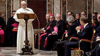 """El papa Francisco ha instado a los líderes de la Unión Europea (UE) en el Vaticano a """"volver a pensar en modo europeo"""" y les ha recordado que su identidad """"es y siempre ha sido una identidad dinámica y multicultural"""".El pontífice, en un discurso pron"""