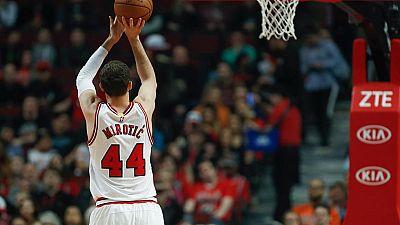 Un nueva gran actuación de Nikola Mirotic, con 28 puntos, dio la victoria a Chicago sobre los Bucks (94-109). El resto de jugadores españoles que jugaron en la jornada de la NBA sufrieron la derrota.
