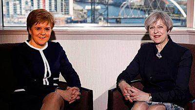 'Brexit' - May rechaza ante Sturgeon otro referéndum en Escocia