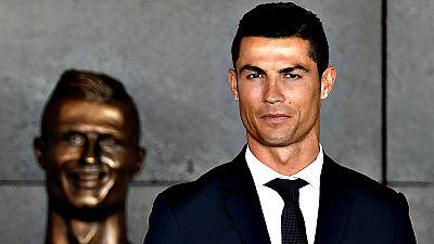 """Cristiano Ronaldo se declaró hoy """"feliz y honrado"""" por el homenaje que le ha rendido su tierra natal, Funchal, al bautizar el aeropuerto de la isla con su nombre."""