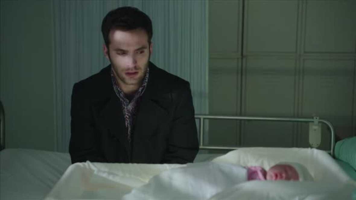 El encuentro de Mauricio, Carlos y Karina en el hospital
