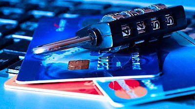 Detienen a 73 personas por falsificación de tarjetas de crédito