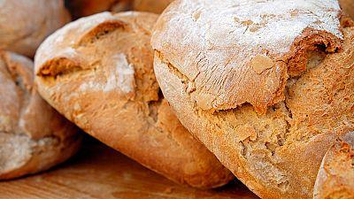 La escasez de harina convierte el pan en un producto de lujo en Venezuela