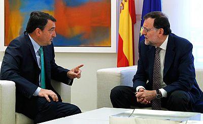 El PNV recuerda al Gobierno que aún no cuenta con su apoyo para los Presupuestos, mientras PSOE y Podemos los critican