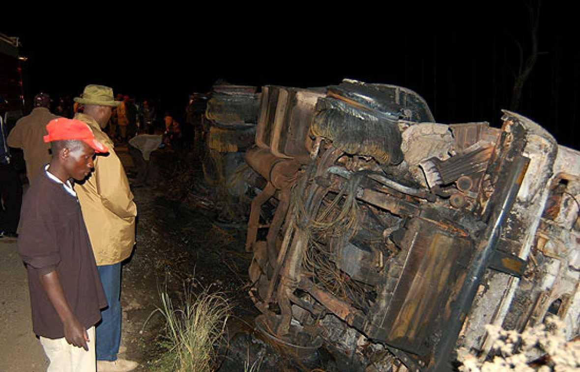 111 personas muertas y más de 200 heridas, en su mayoría mujeres y niños, es el balance todavía provisional del incendio de un camión cisterna lleno de combustible en Kenia.