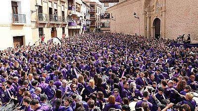 Las procesiones de Viernes Santo congregan a miles de personas en toda España
