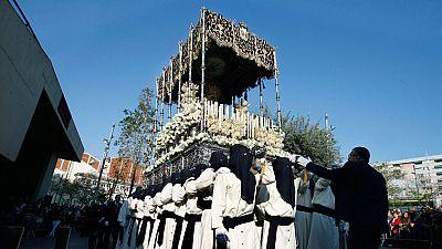Una cofradía en L'Hospitalet del Llobregat