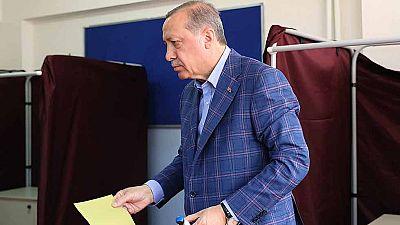 Turquía vota en referéndum para modificar la Constitución