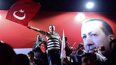 Erdogan gana el referéndum sobre la reforma constitucional por un ajustado margen