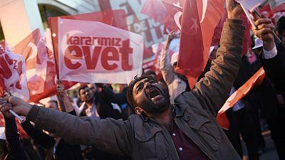 El recuento en Turquía daría el 'sí' al sistema presidencialista de Erdogan por un estrecho margen
