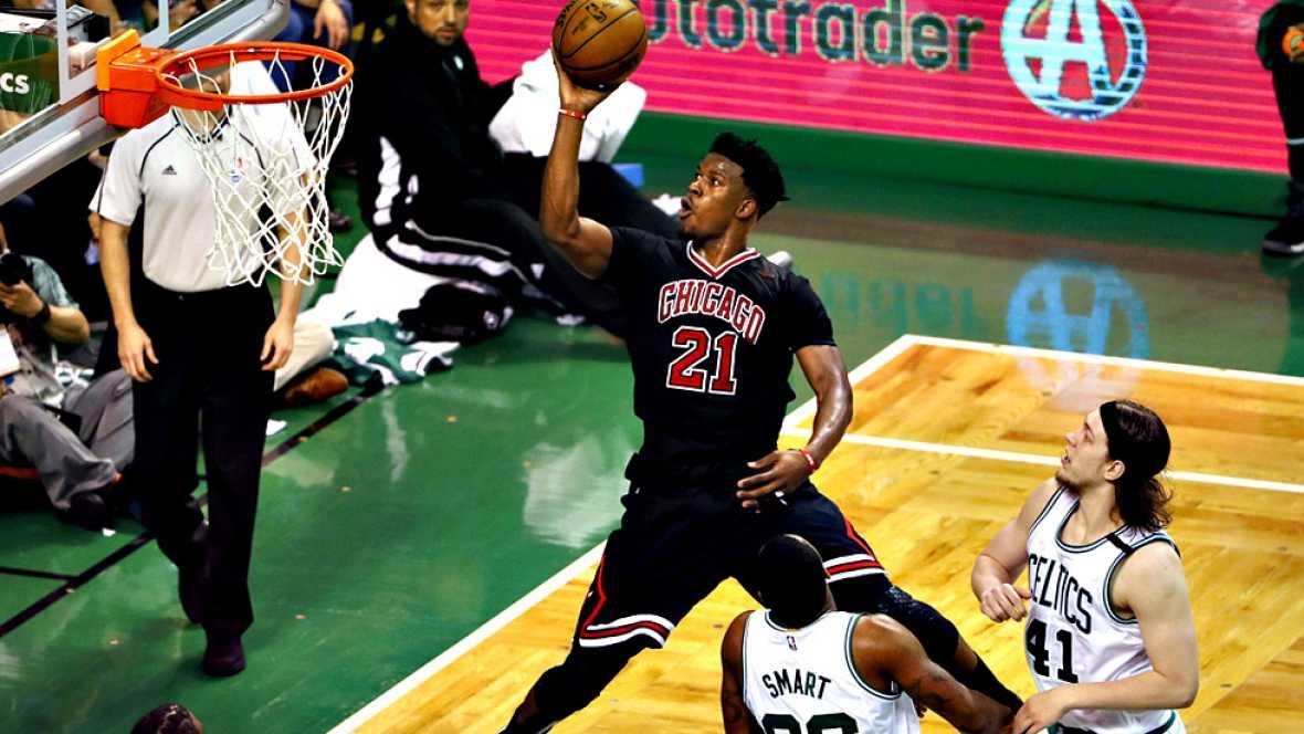 Chicago Bulls han sorprendido a Boston Celtics (102-106) en el  inicio de los 'play-offs' y Oklahoma City Thunder no han tenido  opciones en Houston (118-87), en partidos con actuaciones casi  inadvertidas de los españoles Nikola Mirotic y Alex Abrin