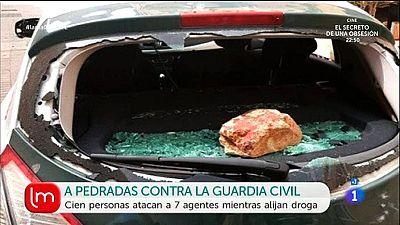Cien personas atacan a la Guardia Civil en Cádiz