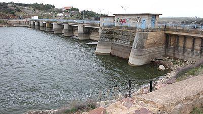 Los pantanos están en España a un 59% de su capacidad. La mayoría ha rebajado sus reservas respecto a la semana pasada. Las esperadas lluvias de la primavera tardan en llegar y hay embalses, como los gallegos, donde hay una quinta parte menos de agua