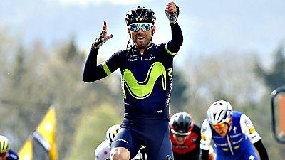El español Alejandro Valverde (Movistar) se ha impuesto por quinta vez en la Flecha Valona -cuatro victorias consecutivas- tras una gran exhibición en el Muro de Huy, donde fue muy superior a todos sus rivales.