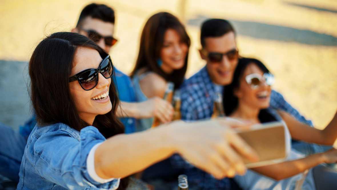 El 86% de los internautas de entre 16 y 65 años (más de 19 millones usuarios en España) utiliza las redes sociales, lo que supone un aumento del 5% respecto al año pasado, con Facebook como opción preferida, según pone de manifiesto el Estudio Anual