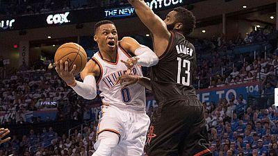 Los Thunder de Abrines consiguieron su primera victoria en su serie contra los Rockets, mientras que los Bulls de Mirotic cayeron ante los Celtics.