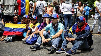 La oposición venezolana se sienta en las calles para protestar contra el Gobierno de Maduro