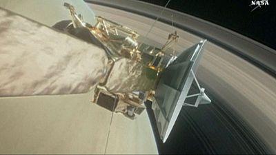 La sonda Cassini de la NASA completa su primera vuelta entre los anillos y Saturno