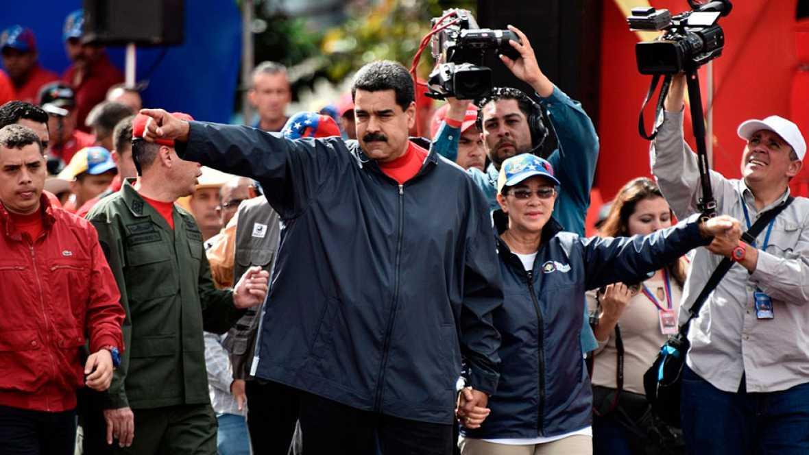 Resultado de imagen de La oposición de Venezuela plantea un referéndum para frenar el proceso constituyente