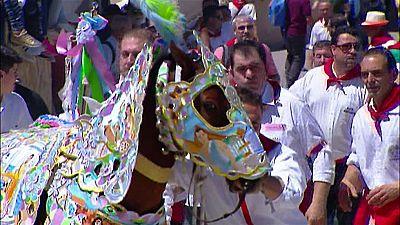 La localidad murciana de Caravaca de la Cruz celebra la fiesta de Los caballos del vino