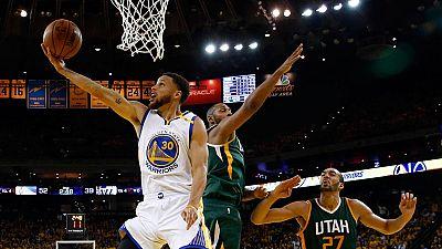 Curry y los Warriors toman ventaja en la serie contra los Jazz