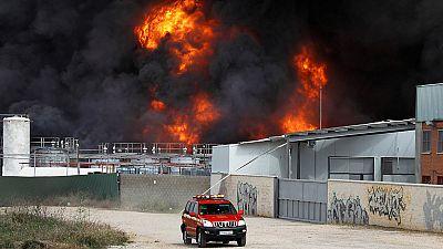 Cerca de 40 heridos, tres graves, en el incendio de una nave de reciclaje en Arganda del Rey