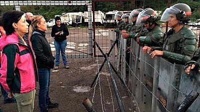 Los familiares y seguidores de Leopoldo López exigen poder verlo ante la prisión donde está encarcelado