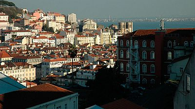 La falta de ascensor, un abispo insalvable para numerosos ancianos en Lisboa