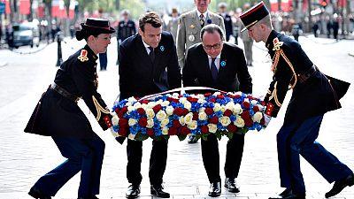 Macron participa con Hollande en su primer acto como presidente electo
