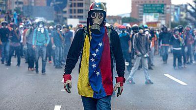 Las protestas convierten las calles de Venezuela en una batalla campal